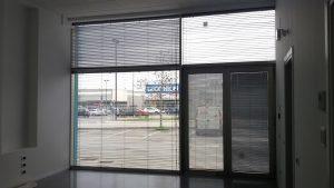 Tenda-tecnica-veneziana-vetrata-Riganelli-Arredamenti