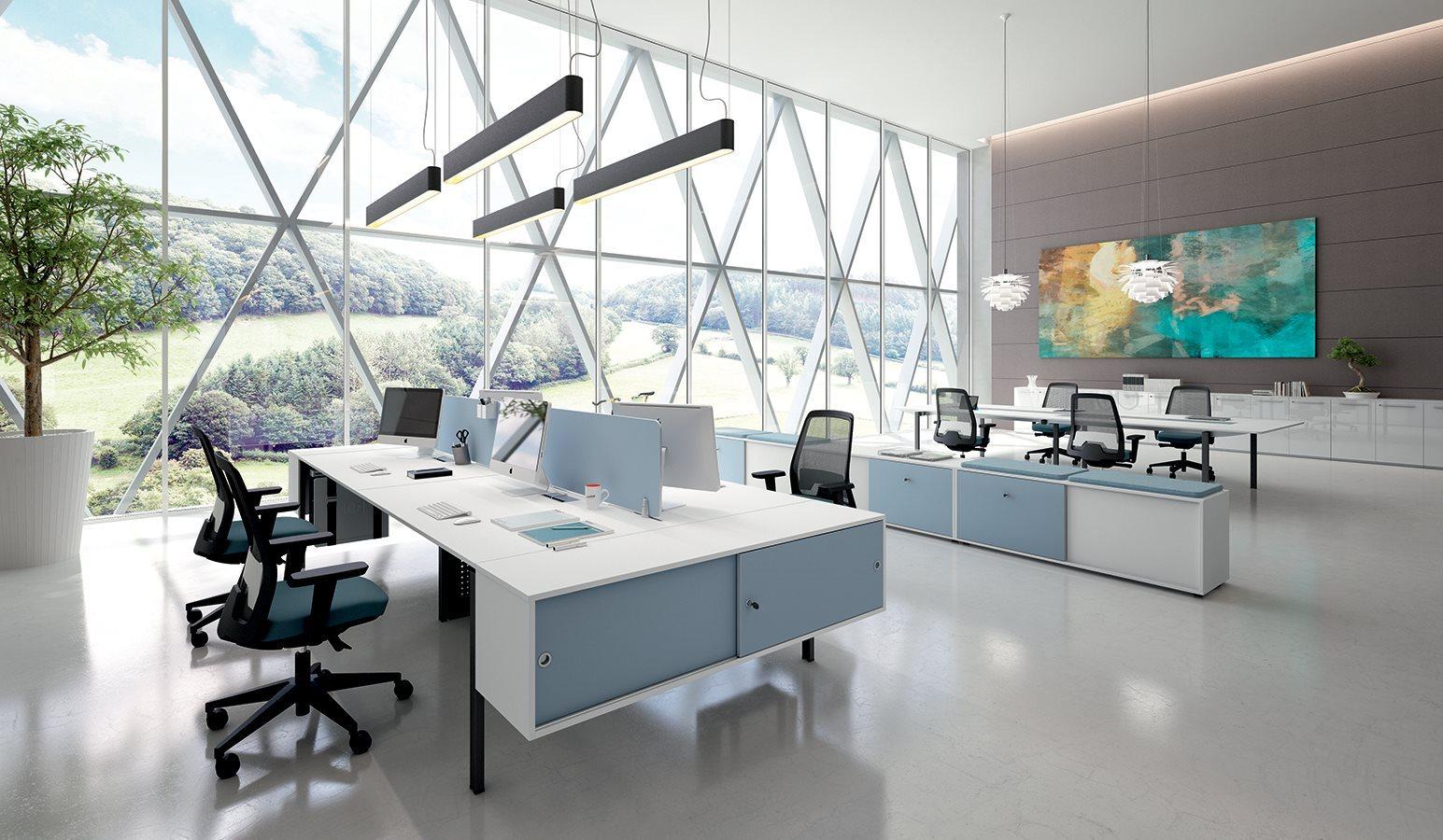 Open Space per operatori di grafica unlato è una grossa vetrata che da verso il giardino