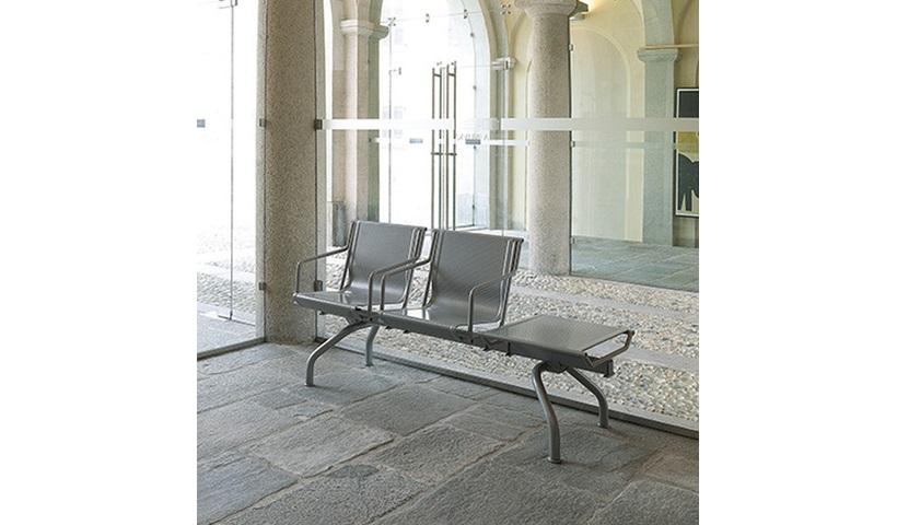 Panca sala d'attesa con tavolino in acciaio - Riganelli Arredamenti