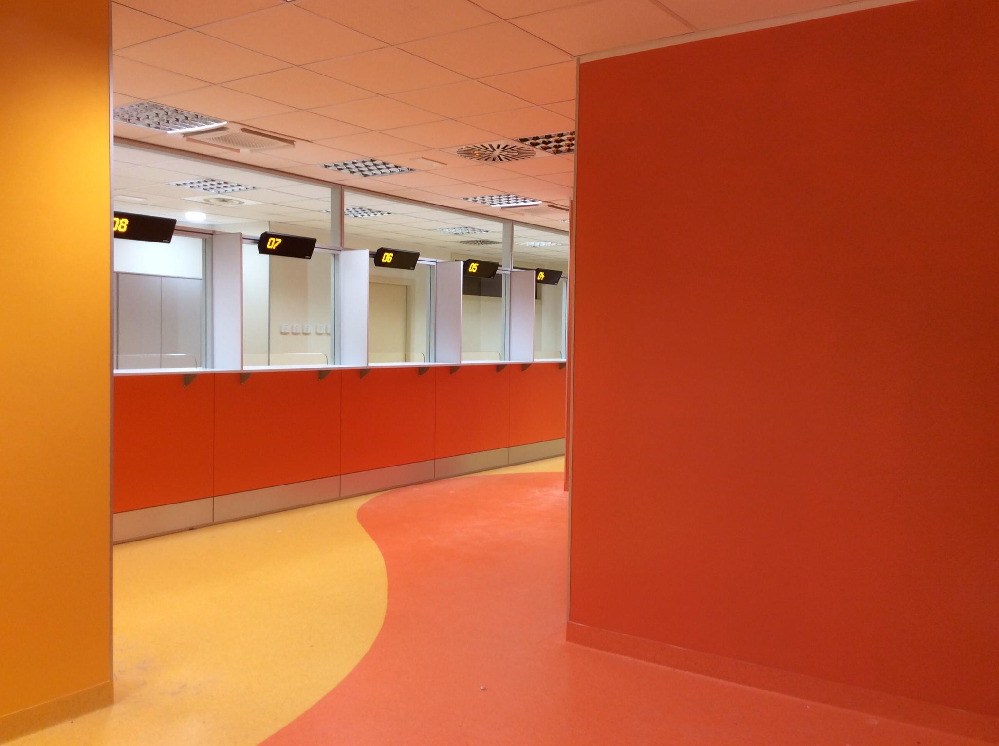 1 Accettazione ospedale arredamento pareti attrezzate su misura - Riganelli Arredamenti