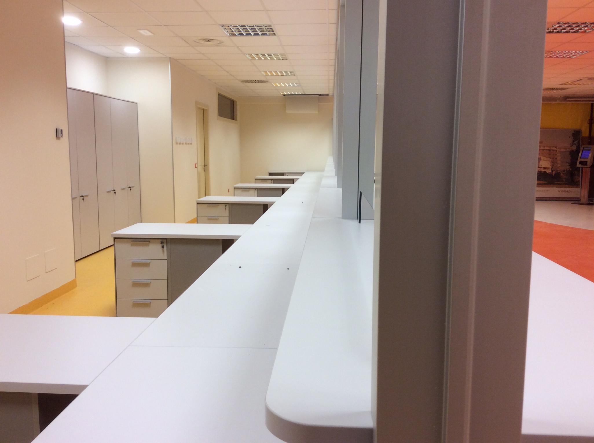 19 Arredamento uffici ospedale multipostazione - Riganelli Arredamenti