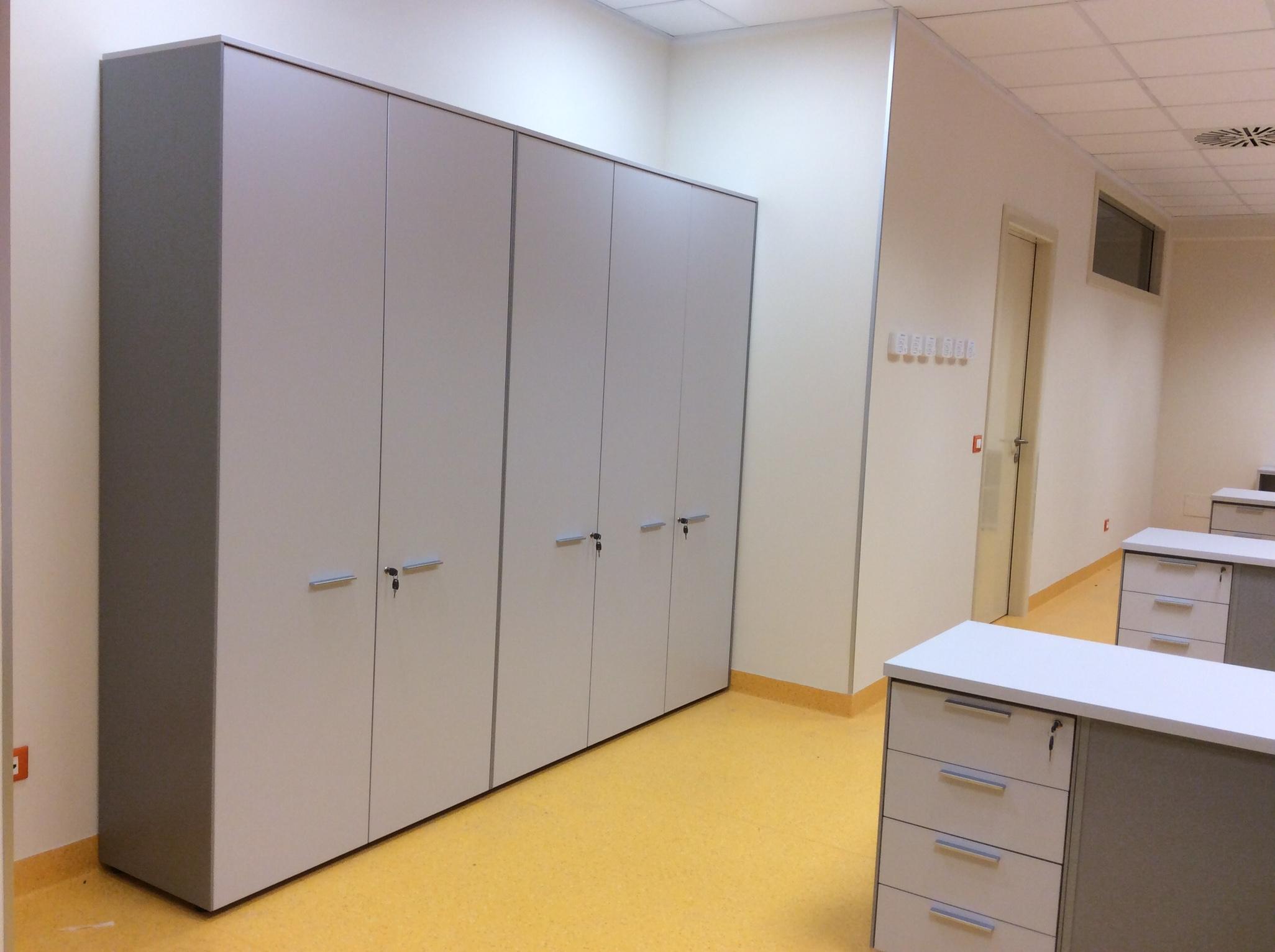 21 Armadio arredamento accettazione ospedale - Riganelli Arredamenti