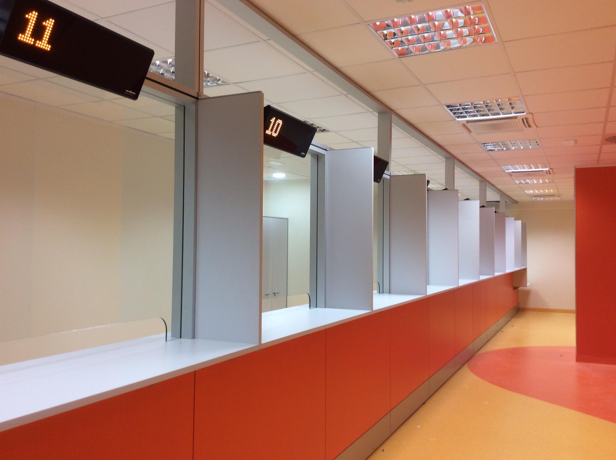 5 Realizzazione su misura parete attrezzata ospedale - Riganelli Arredamenti