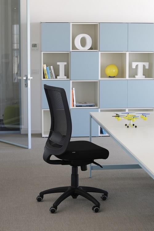Seduta-per-ufficio-bursa-rete-evolution-con-ruote-gomma-Riganelli-Arredamenti