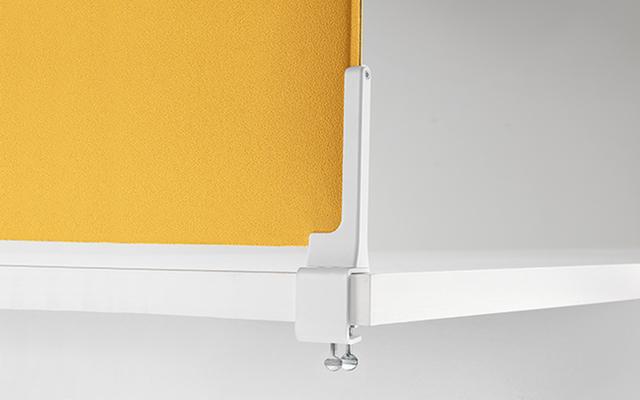 Dettaglio pannello fonoassorbente corner colorato ufficio operativo - Riganelli Arredamenti