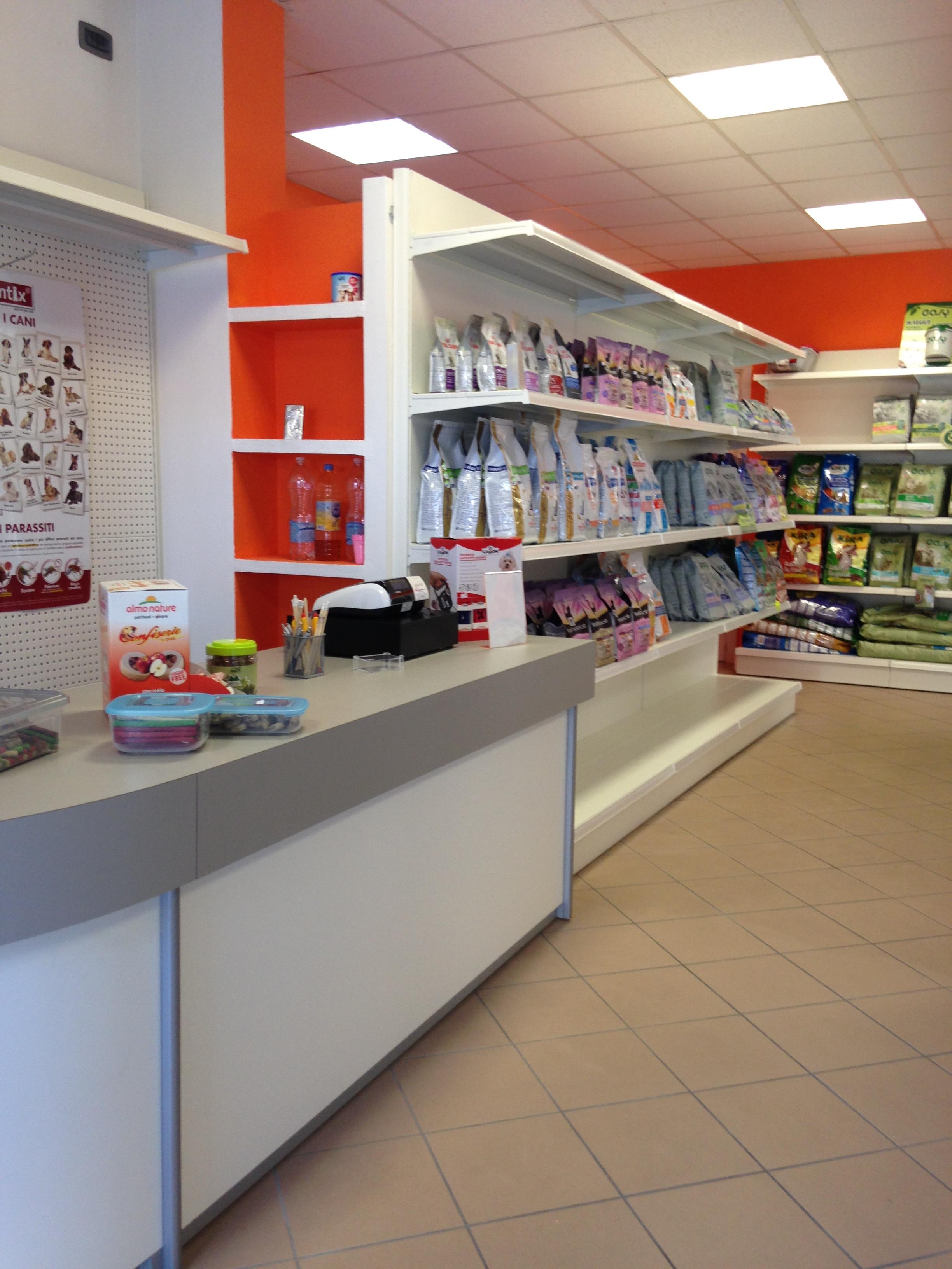 Pet shop Bancone espositore negozio animali pet shop - Riganelli Arredamenti