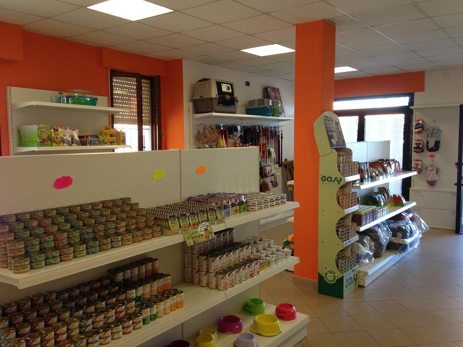Espositore-merce-negozio-animali-pet-shop-Riganelli-Arredamenti