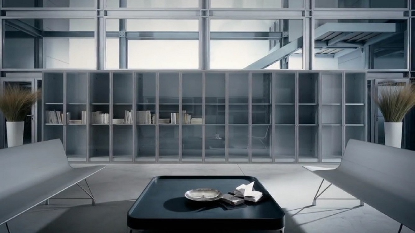 Parete-attrezzata-a-contenitore-quadra-con-ante-in-vetro-Riganelli-Arredamenti-1