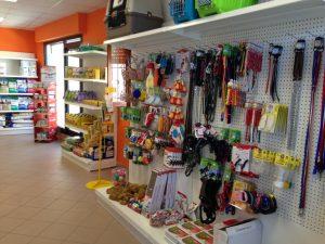 Parete-attrezzata-negozio-animali-Riganelli-Arredamenti