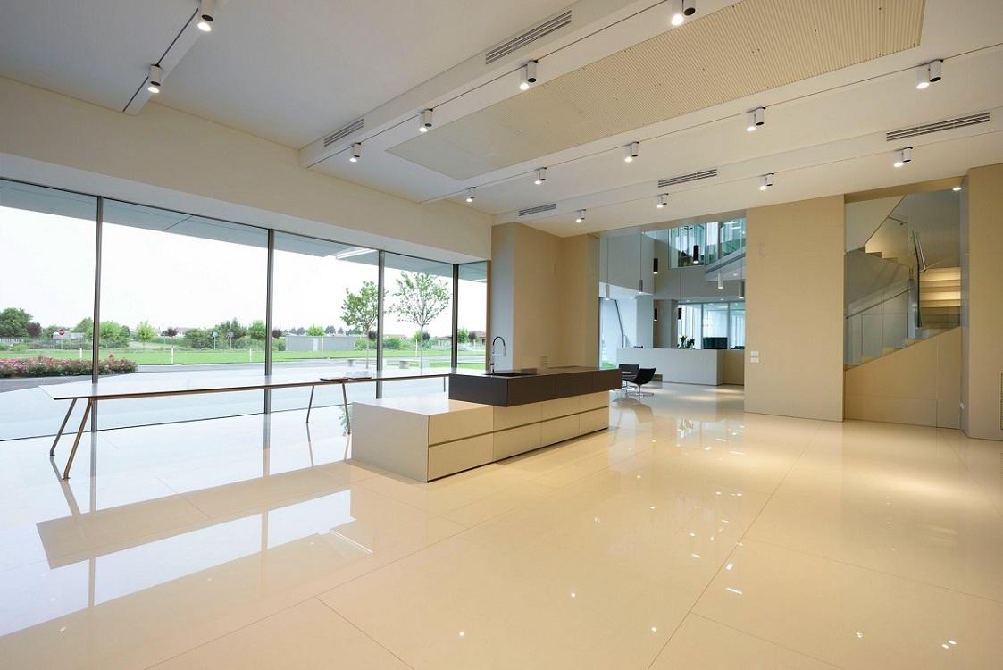 Quadra-parete-divisoria-in-vetro-per-ufficio-Riganelli-Arredamenti-1Quadra-parete-divisoria-in-vetro-per-ufficio-Riganelli-Arredamenti-1