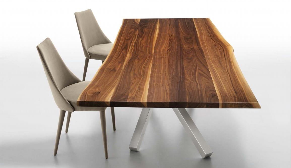 Pechino tavolo design con piano in legno non regolare - Riganelli Arredamenti
