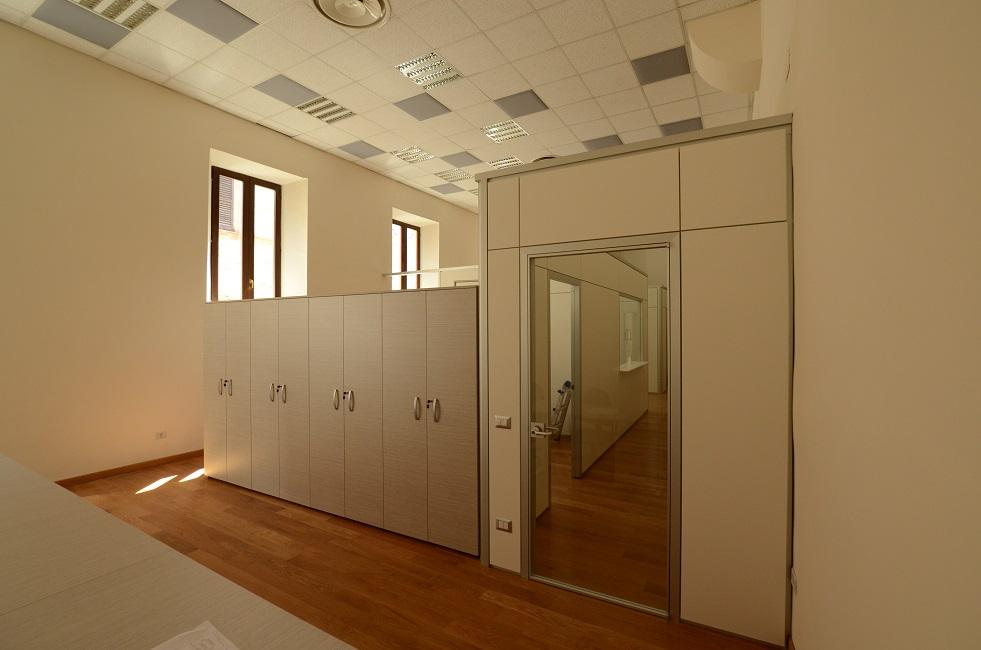 Parete-divisoria-con-porta-Riganelli-Arredamenti