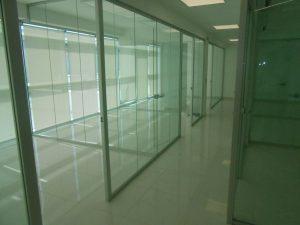 Realizzazione-parete-divisoria-in-vetro-Riganelli-Arredamenti