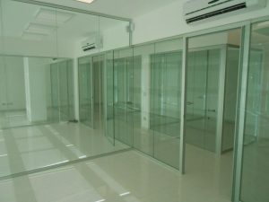 Realizzazione-parete-divisoria-in-vetro-Riganelli-Uffici
