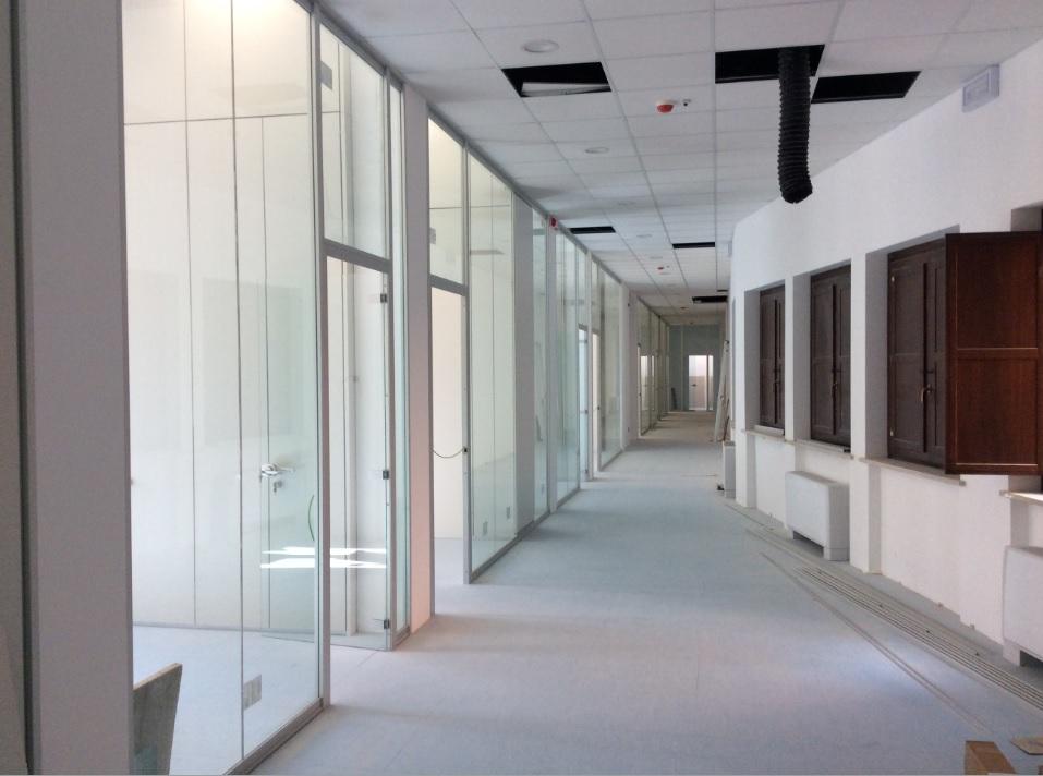 Realizzazione pareti divisorie su misura in vetro - Riganelli Arredamenti