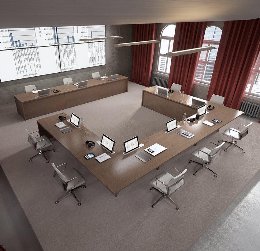Tavolo-riunione-meeting-DVO-su-progetto-Riganelli-Arredamenti