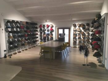 Arredo showroom cappellificio sorbatti - Riganelli Arredmenti