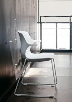 Frill sedia in polipropilene bianca base slitta visitatori ospiti attesa collettività - Riganelli Arredamenti