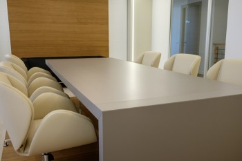 Sala riunione realizzata da Riganelli Arredamenti