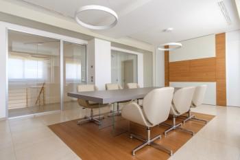 Sala riunione tavolo kyo - Riganelli Arredamenti