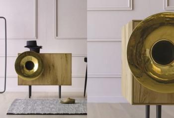 Caruso madia in legno con riproduttore musica smartphone - Riganelli Arredamenti