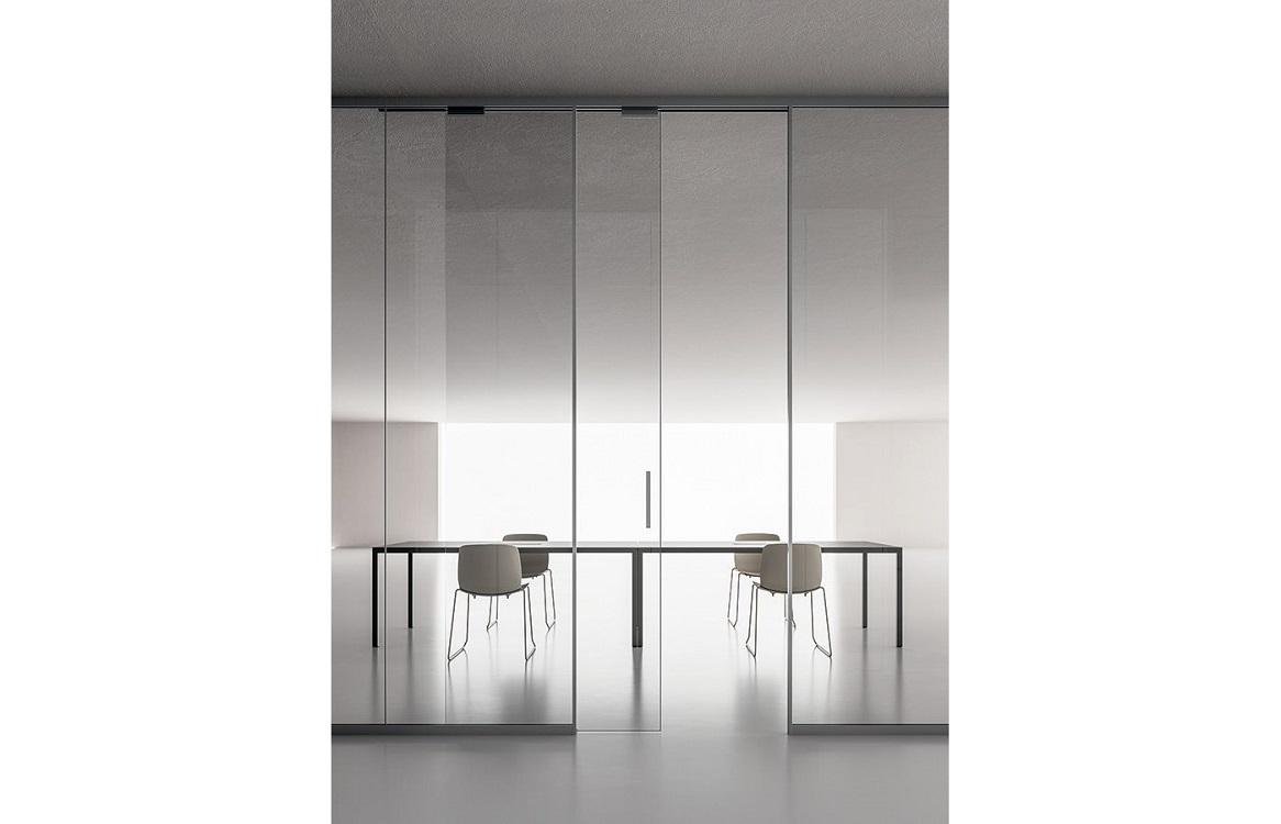 Monovetro-parete-divisoria-in-vetro-con-porte-scorrevoli-riganelli