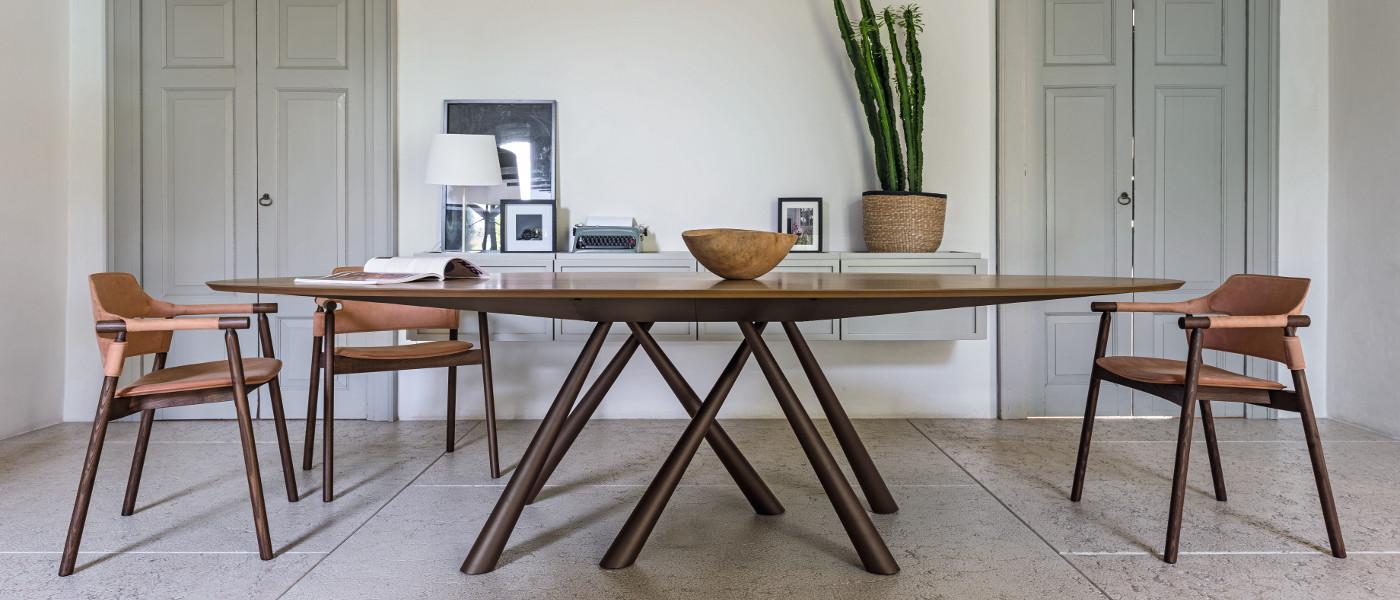 forest tavolo ovale con piano in legno impiallacciato - riganelli