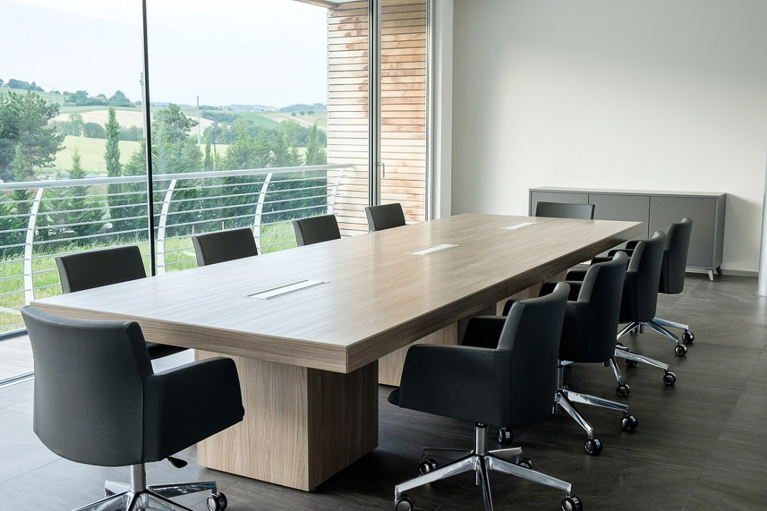 Tavolo riunione rettangolare 10 posti con sedute girevoli - riganelli