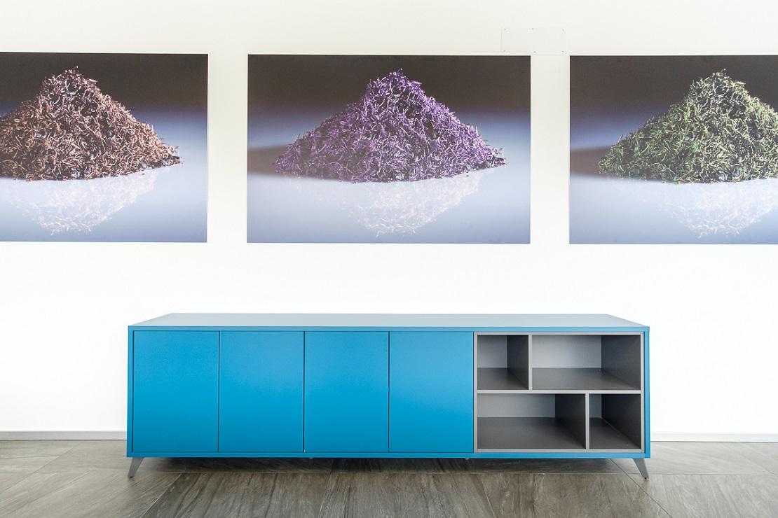madia azzurra di design per arredo ufficio - riganelli