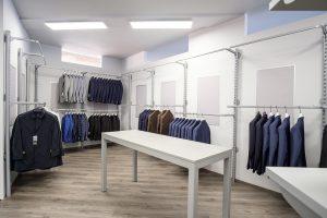 appenderia e tavoli per negozio di abbigliamento - riganelli