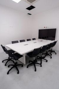 tavolo riunione con sedute ergonomiche bursa rete evolution - riganelli