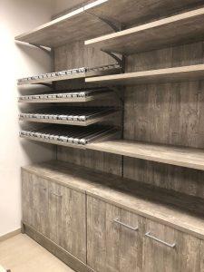 Arredo negozio per articoli da regalo cartoleria tabaccheria progettato e realizzato da Riganelli