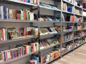 Scaffalatura leggera per-negozio-libreria-Riganelli-Arredamenti