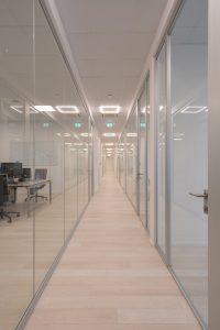 arredo uffici con pareti divisorie in vetro - riganelli
