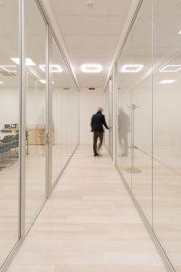 montaggio pareti divisorie in vetro design - riganelli