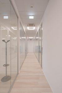 montaggio pareti divisorie in vetro per uffici - riganelli
