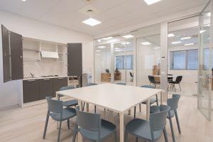 sala relax con cucina monoblocco per ufficio riganelli