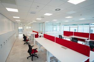 arredo ufficio con scrivanie elevabili e sedute operative ergonomiche - riganelli