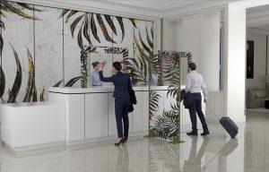 pannelli divisori in plexiglass serigrafati per reception negozi ristoranti - riganelli
