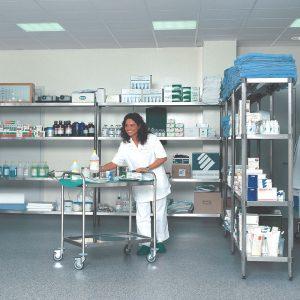 scaffalatura inox per farmaci in settore ospedaliero - riganelli