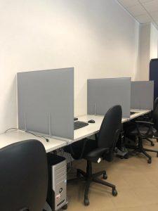 pannelli fonoassorbenti per divisione postazioni in ufficio - riganelli