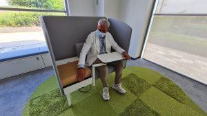 Se works divanetto con tavolino e prese corrente -riganelli